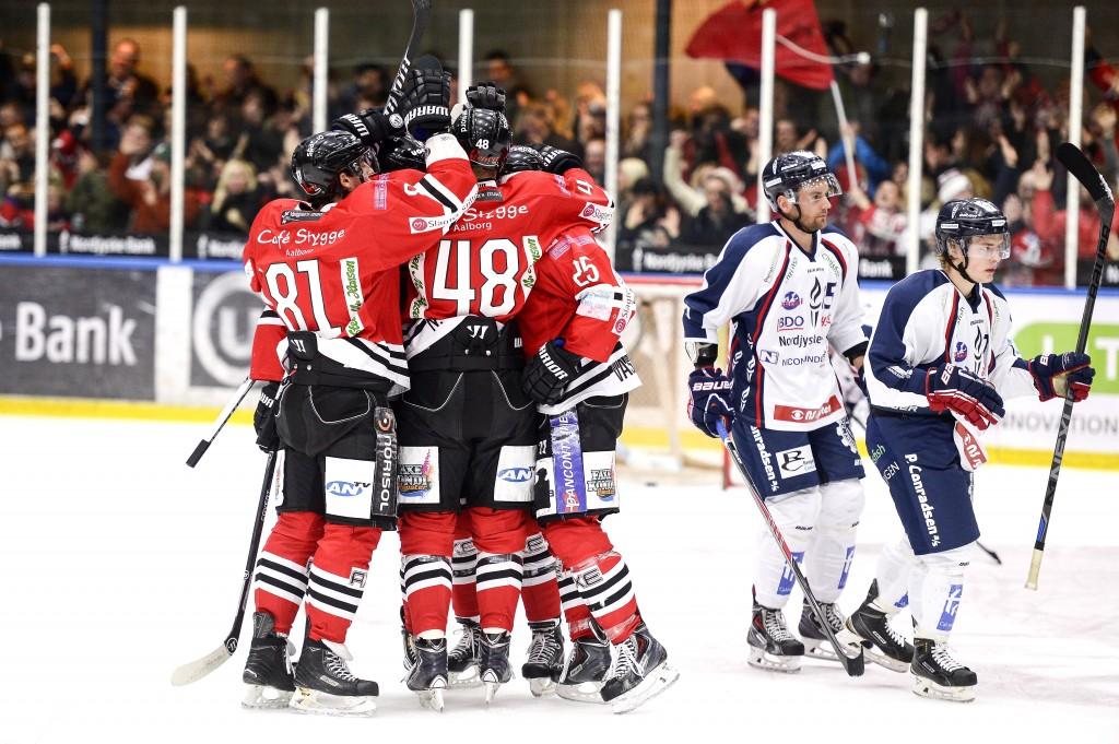 04 SPORS Hockey derby 01