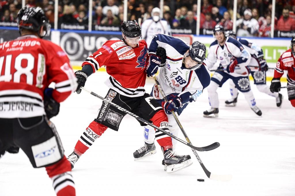 04 SPORS Hockey derby 03